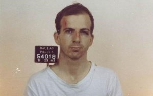 Lee Harvey Oswald mugshot.jpg